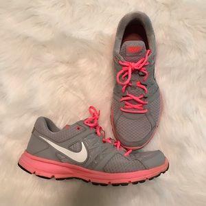 EUC Nike Relentless 2 Sneakers